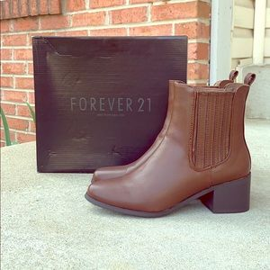Like New forever 21 Chelsea boots